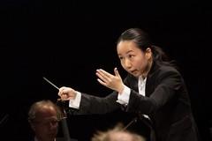 指揮者:沖澤のどか 写真
