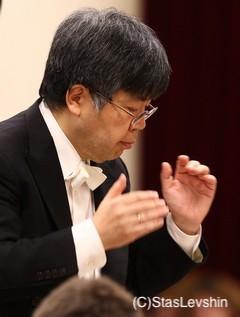 指揮者 高関健 写真