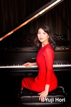 ピアノ 菊池洋子 写真